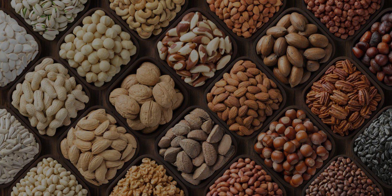 différents types de noix et amandes