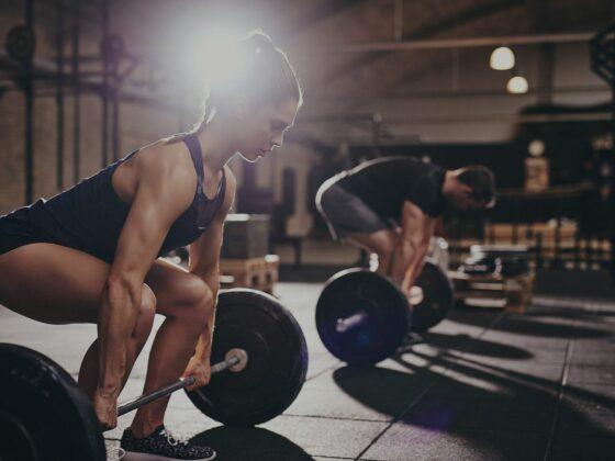 entrainement cardio HIIT avec deadlift femme homme