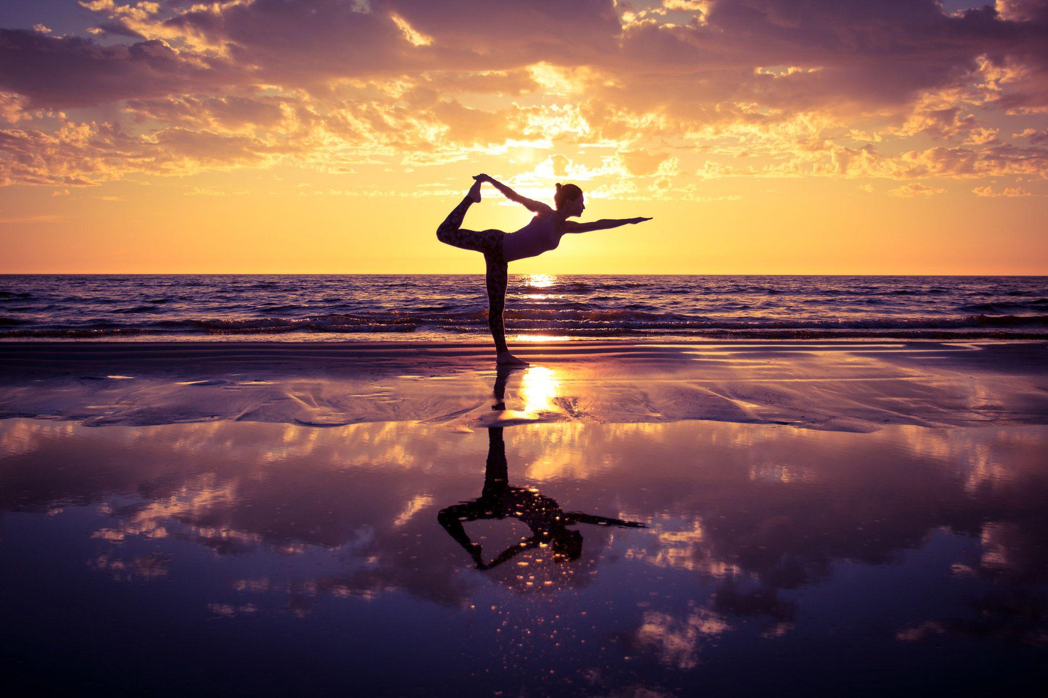 yoga au coucher de soleil