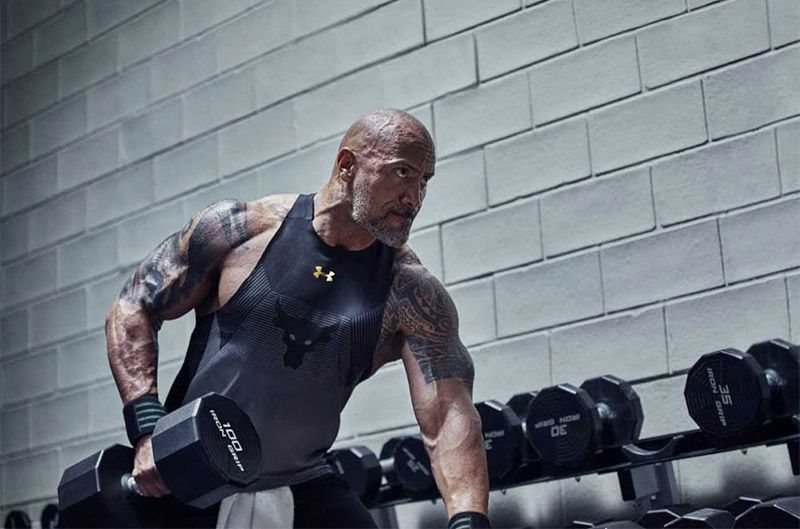 The Rock avec des vêtements Under Armour