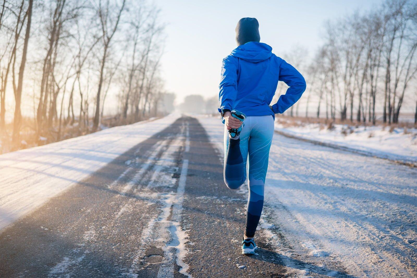 homme course à pied hiver