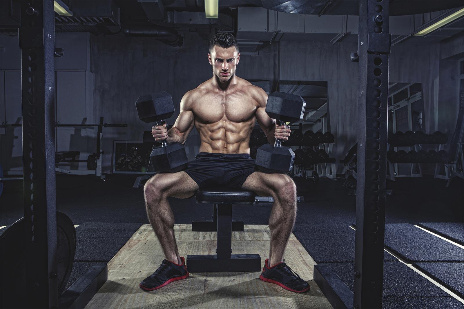 homme haut volume entrainement musculation force