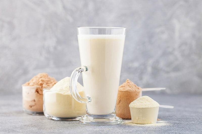 verre whey protéine poudre