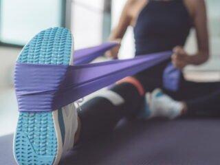 exercice coiffe rotateurs épaule élastique